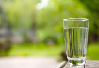 感冒发烧多喝水有3大好处