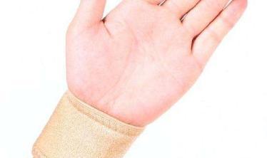 手肿了冷敷还是热敷