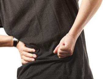 脊背痛与肾虚有关系吗
