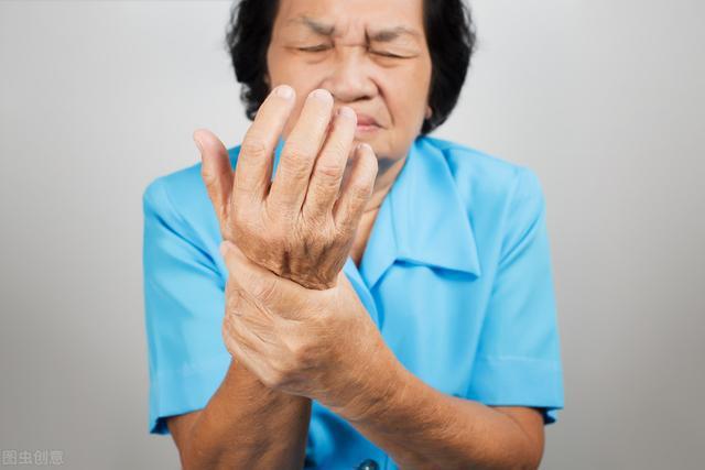 经常出现6种症状,可能有高血压,牢记一个细节,控制血压不再难