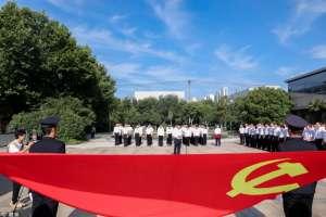 """鲁南制药集团举行庆""""七一""""升国旗和党员宣誓活动"""