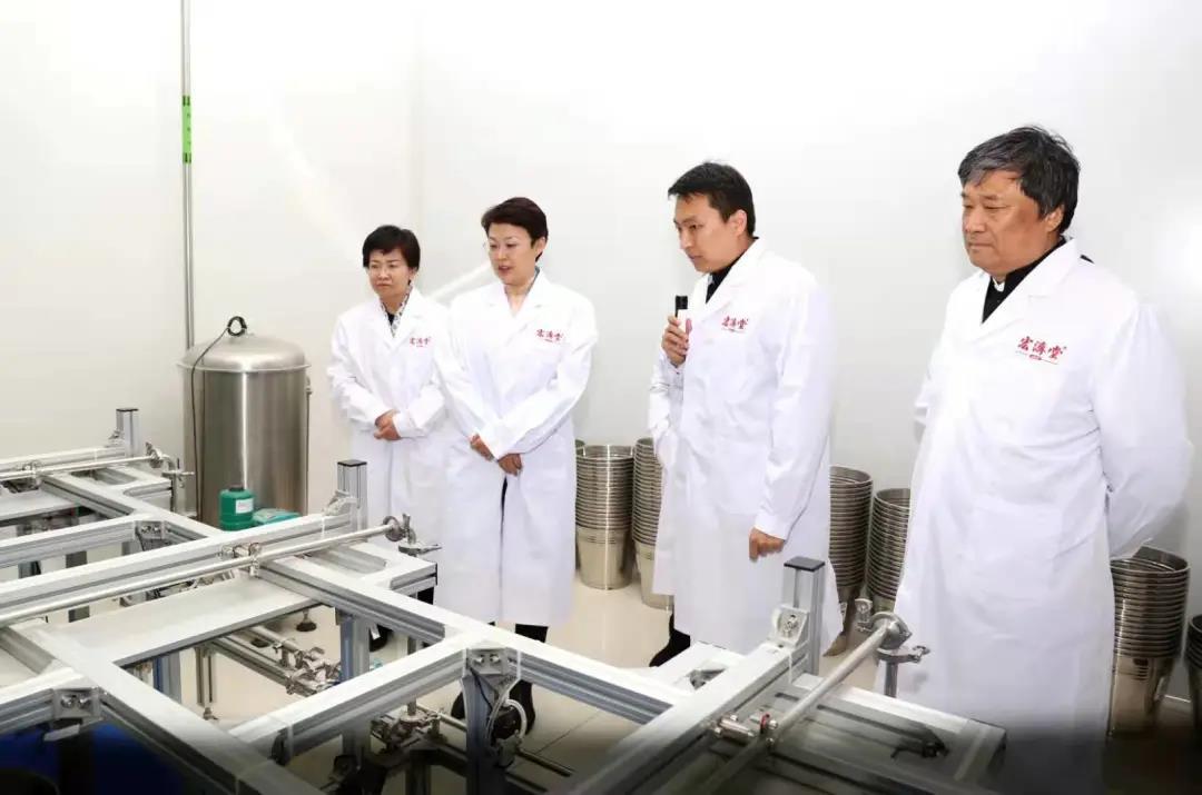 济南市副市长王桂英一行来宏济堂制药调研